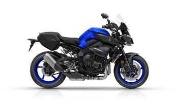 2017-Yamaha-MT10-Tourer-Edition-EU-Yamaha-Blue-Studio-002.jpg