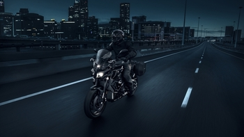 2017-Yamaha-MT10-Tourer-Edition-EU-Tech-Black-Action-003.jpg