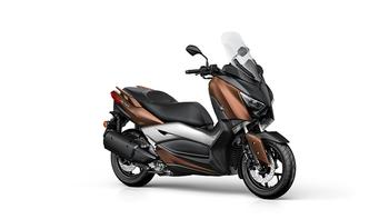 2017-Yamaha-X-MAX-300A-EU-Quasar-Bronze-Studio-001.jpg