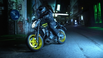 2018-Yamaha-MT-03-EU-Night-Fluo-Action-003.jpg