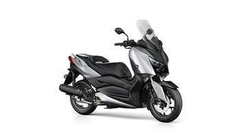 2018-Yamaha-XMAX-125-ABS-EU-Blazing-Grey-Studio-001.jpg