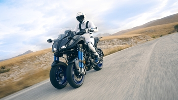 2018-Yamaha-MXT850-EU-Graphite-Action-001.jpg