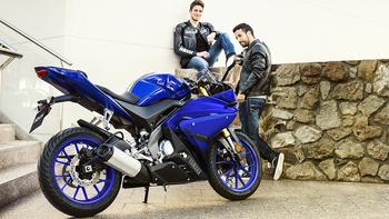 2018-Yamaha-YZF-R125-EU-Yamaha-Blue-Static-003.jpg