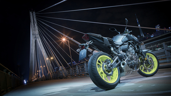 2018-Yamaha-MT-07-EU-Night-Fluo-Static-005.jpg