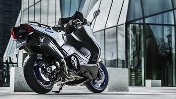 _2018-Yamaha-TMAX-SX-Sport-Edition-EU-Matt-Silver-Static-002.jpg