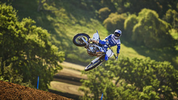2019-Yamaha-YZ250F-EU-Racing-Blue-Action-001.jpg