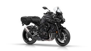 2018-Yamaha-MT10-Tourer-Edition-EU-Tech-Black-Studio-001.jpg