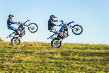 2019-Yamaha-WR450F-EU-Racing_Blue-Action-016.jpg