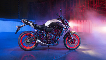2019-Yamaha-MT07-EU-Ice_Fluo-Static-003-03 copia.jpg
