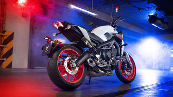 2019-Yamaha-MT09-EU-Ice_Fluo-Static-001-03 copia.jpg