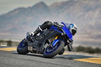 2019-Yamaha-YZF1000R1-EU-Yamaha_Blue-Action-003.jpg