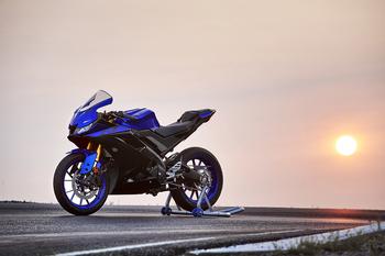 2019-Yamaha-YZF-R125-EU-Yamaha_Blue-Static-001.jpg