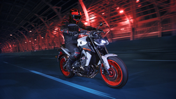 2019-Yamaha-MT09-EU-Ice_Fluo-Action-001-03.jpg