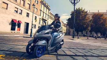 2020-Yamaha-MW125-EU-Icon_Grey-Action-003-03.jpg