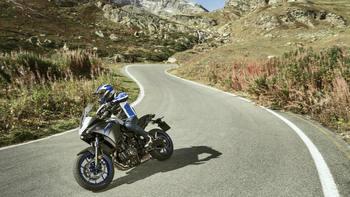 2020-Yamaha-MT07TR-EU-Icon_Grey-Action-007-03.jpg