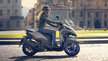 2020-Yamaha-MW125-EU-Icon_Grey-Action-004-03.jpg