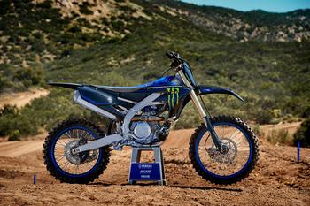 2021-Yamaha-YZ450FSV-EU-Yamaha_Black_-Static-002-03.jpg