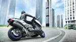 _2018-Yamaha-TMAX-SX-Sport-Edition-EU-Matt-Silver-Action-009.jpg