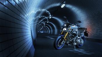 2017-Yamaha-MT10DX-EU-Silver-Blu-Carbon-Static-003.jpg