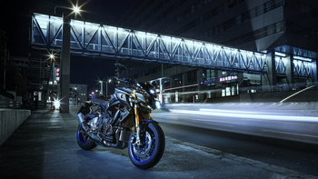 2017-Yamaha-MT10DX-EU-Silver-Blu-Carbon-Static-004.jpg