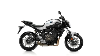 2017-Yamaha-MT-07-EU-Powder-White-Studio-002.jpg