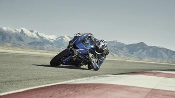 2017-Yamaha-YZF-R6-EU-Race-Blu-Action-002 copia.jpg