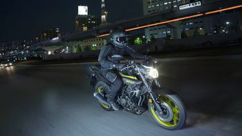 2018-Yamaha-MT-03-EU-Night-Fluo-Action-005.jpg