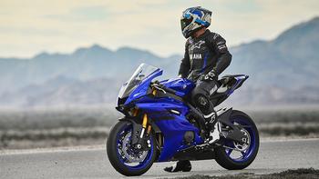 2018-Yamaha-YZF-R6-EU-Yamaha-Blue-Static-001_.jpg