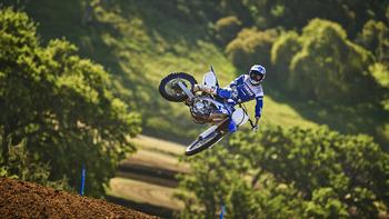 2019-Yamaha-YZ250F-EU-Racing-Blue-Action-001.jpg