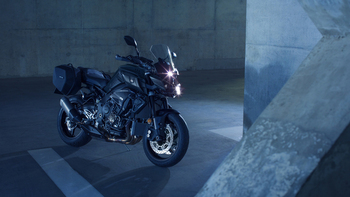 2018-Yamaha-MT10-Tourer-Edition-EU-Tech-Black-Static-006.jpg