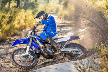 2019-Yamaha-WR450F-EU-Racing_Blue-Action-012.jpg