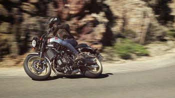 2019-Yamaha-XS700SCR-EU-Tech_Black-Action-003-03.jpg