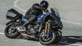 2019-Yamaha-LMWTRDX-EU-Phantom_Blue-Action-001-03.jpg
