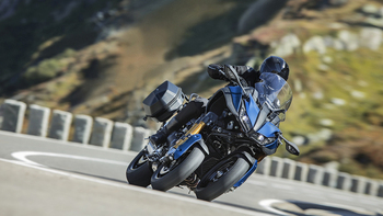 2019-Yamaha-LMWTRDX-EU-Phantom_Blue-Action-007-03.jpg