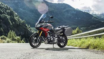 2019-Yamaha-MT09TRGT-EU-Nimbus_Grey-Static-001-03.jpg