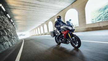 2019-Yamaha-MT09TRGT-EU-Nimbus_Grey-Action-001-03.jpg