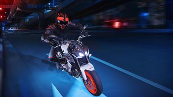 2019-Yamaha-MT09-EU-Ice_Fluo-Action-004-03.jpg