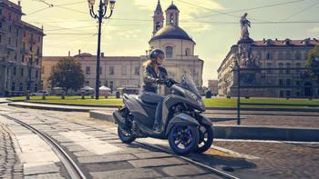 2020-Yamaha-MW125-EU-Icon_Grey-Action-001-03.jpg