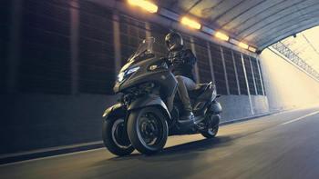 2020-Yamaha-MW300-EU-Icon_Grey-Action-001-03.jpg