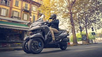 2020-Yamaha-MW300-EU-Icon_Grey-Action-005-03.jpg
