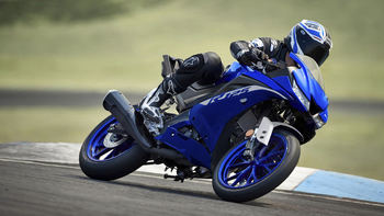 2020-Yamaha-YZF-R125-EU-Icon_Blue-Action-001-03.jpg