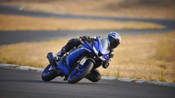 2020-Yamaha-YZF-R125-EU-Icon_Blue-Action-009-03.jpg