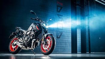 2021-Yamaha-MT07-EU-Storm_Fluo-Static-001-03.jpg