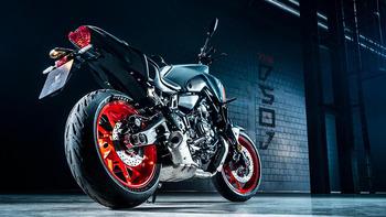 2021-Yamaha-MT07-EU-Storm_Fluo-Static-003-03.jpg
