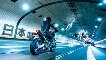 2021-Yamaha-MT09DX-EU-Icon_Performance_-Action-006-03.jpg