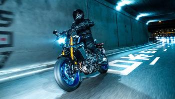 2021-Yamaha-MT09DX-EU-Icon_Performance_-Action-004-03.jpg