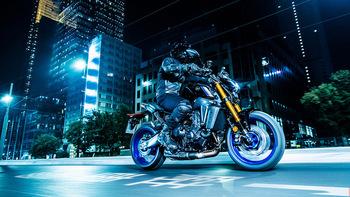 2021-Yamaha-MT09DX-EU-Icon_Performance_-Action-001-03.jpg